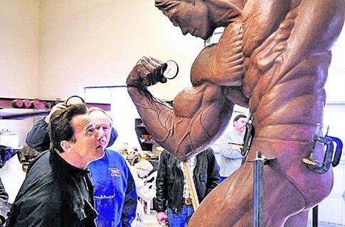 Скульптура Арнольда Шварценеггера