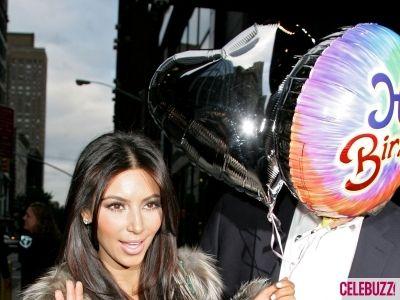 Ким Кардашьян подарили воздушные шары