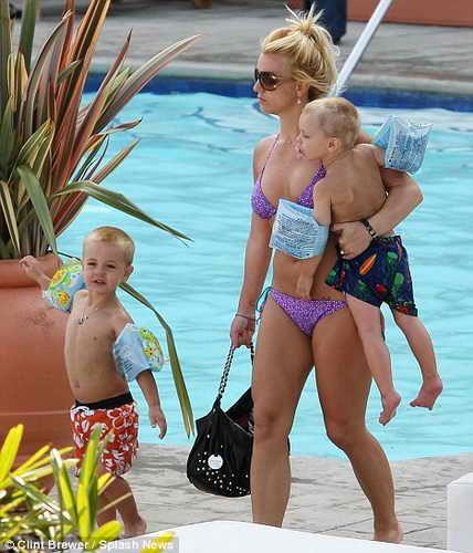 Бритни Спирс с сыновьями на отдыхе