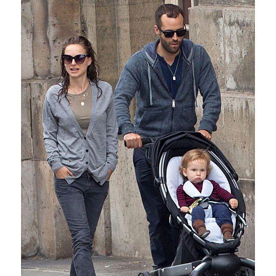 Натали Портман с мужем и сыном на прогулке