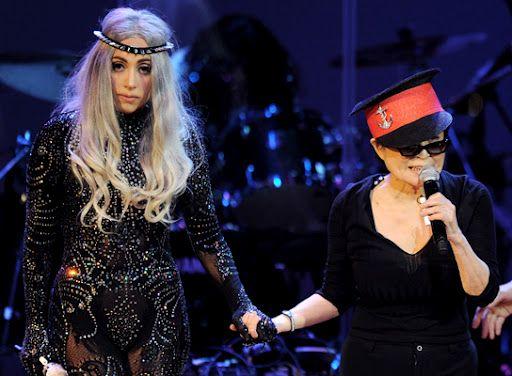Леди Гага и Йоко Оно на сцене