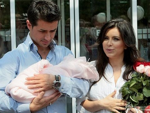 Ани Лорак с мужем Муратом и дочерью