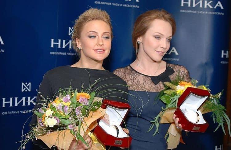 Ева Бушмина и Альбина Джанабаева