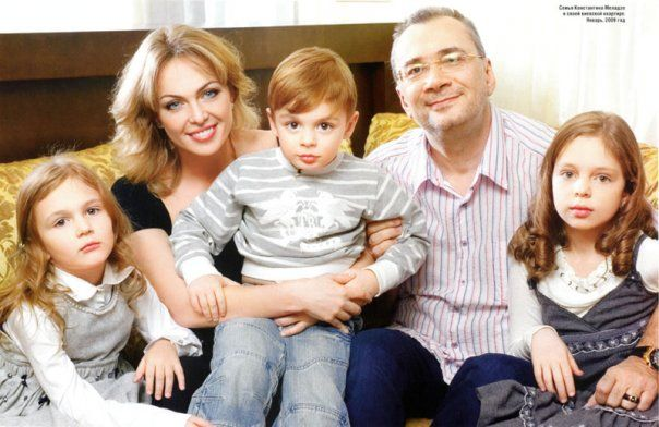Яна и Константин Меладзе с семьей