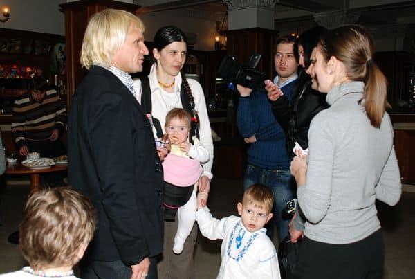 Олег Скрипка с семьей