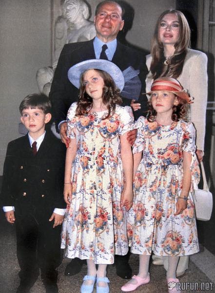 Сильвио Берлускони с семьей