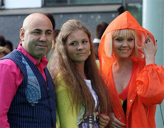 Певица Валерия с мужем и дочерью