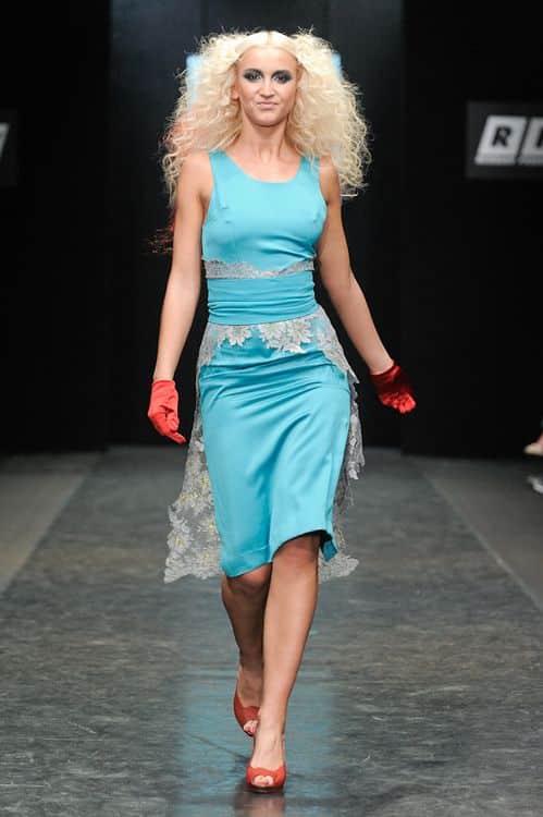 Ольга Бузова на подиуме, учавствует в дифеле модной одежды