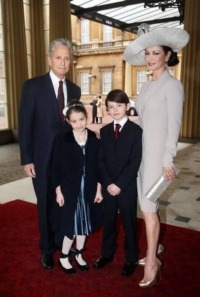 Кэтрин Зета-Джонс Майкл Дуглас с семьей