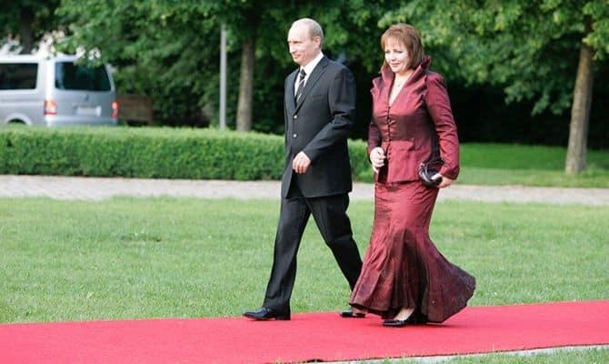 Владимир и Людмила Путины во время официального визита