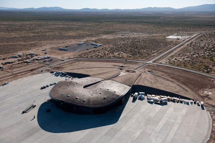 Космодром компании Virgin Galactic - его размеры впечатляют и говорят о серьезности мерроприятия
