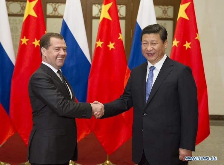 Си Цзиньпин с Владимиром Медведевым