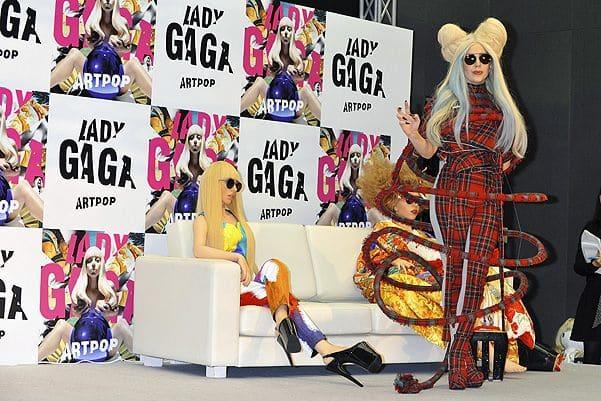 Леди Гага с силиконовыми двойниками