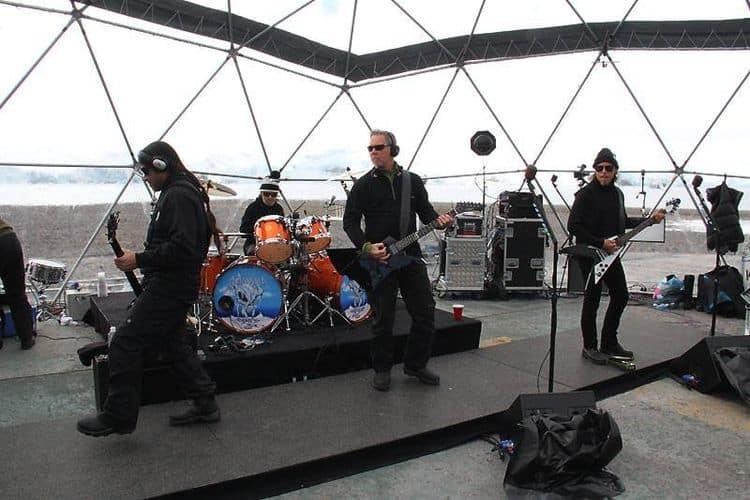 Металлика дает концерт в Антарктиде