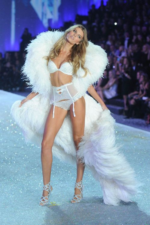 maryna-linchuk-at-2013-victoria-s-secret-fashion-show-in-new-york_4