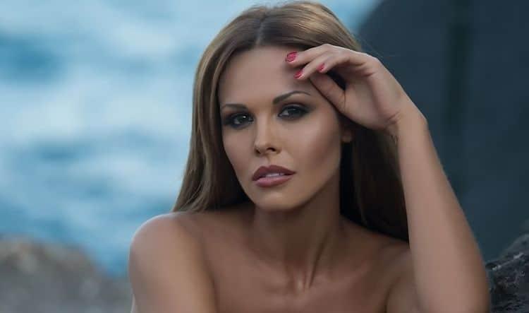 porno-video-s-golimi-izvestnimi-aktrisami-tayger-benson-smotret-porno