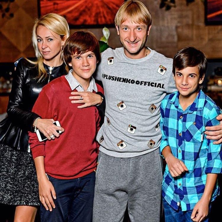 Приемный сын Яны Рудковской – Андрей Батурин фото