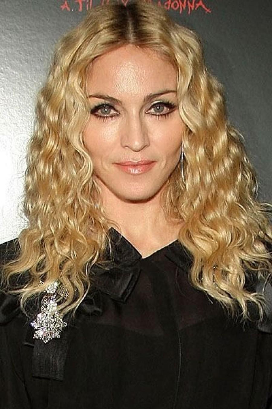 Мадонна похвасталась золотыми зубами