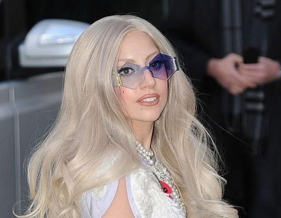 Леди Гага бросила бойфренда и надела новое мясное платье