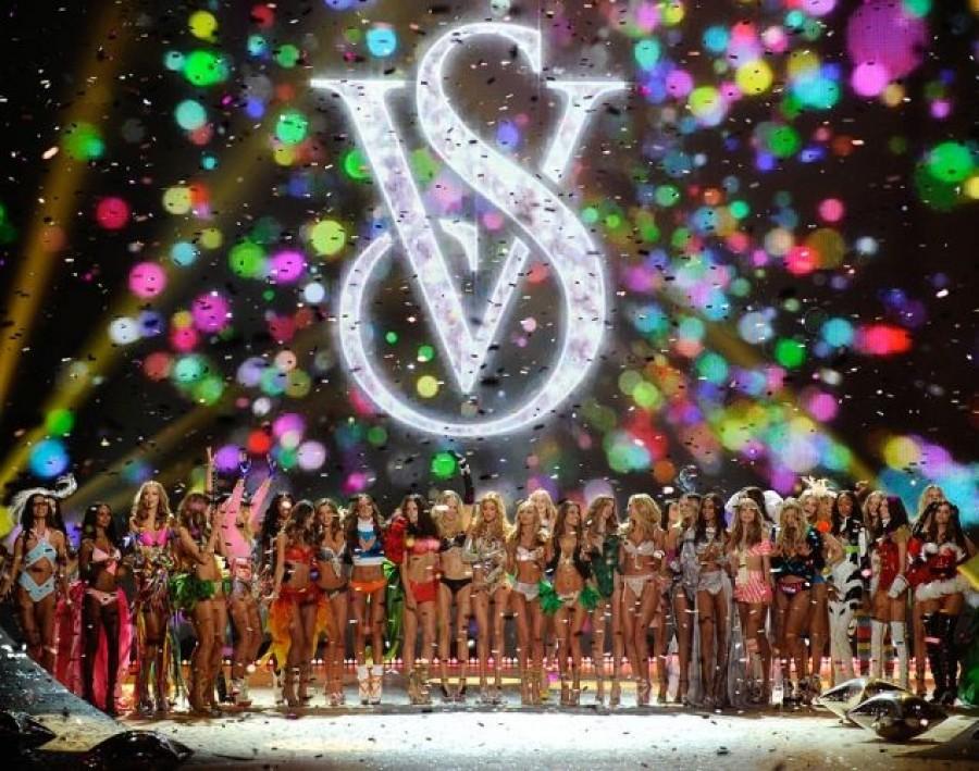 Новогоднее супер-шоу ангелов Victoria`s Secret