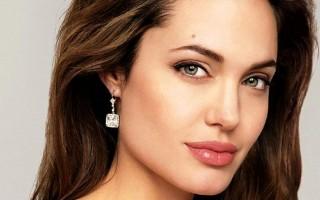Анджелина Джоли удалила молочные железы из-за боязни рака груди