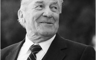 Николай Крючков: биография, личная жизнь, семья, жена, дети — фото