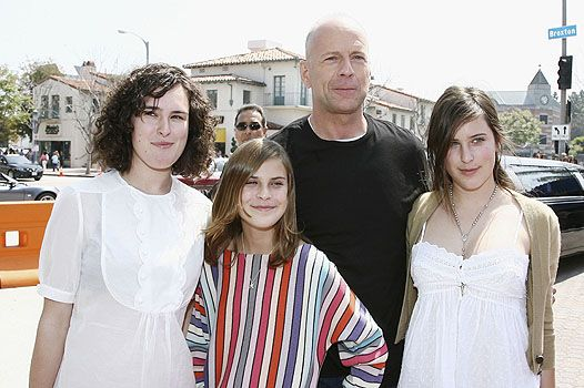 Брюс уиллис фото дочери молодежные русские сериалы список про любовь и школу список