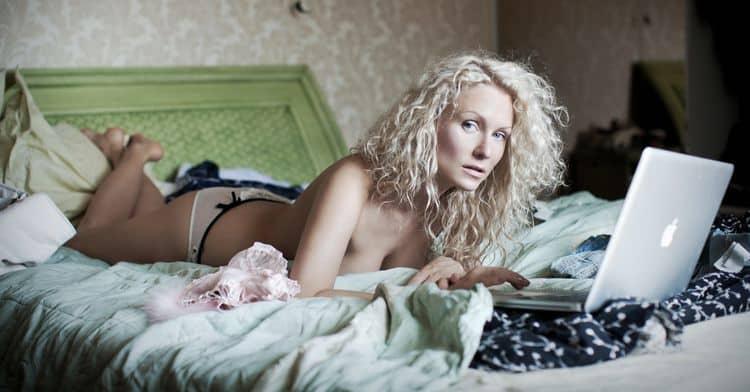 Фото Кати Гордон в журнале Максим