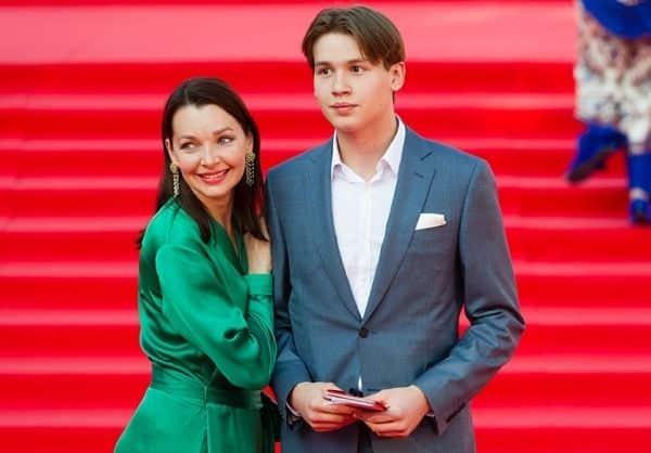 Сын Натальи Антоновой – Артем фото