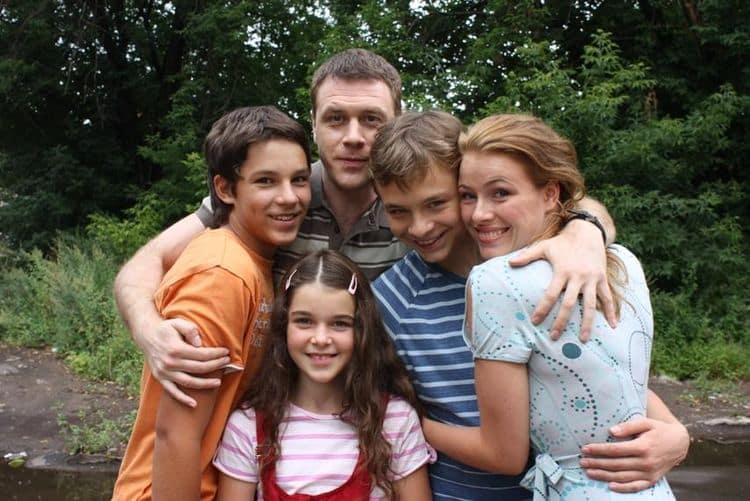 Семья и дети Ивана Оганесяна фото