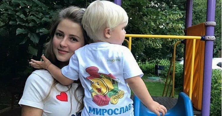 Сын Анны Михайловской – Мирослав Каратаев фото
