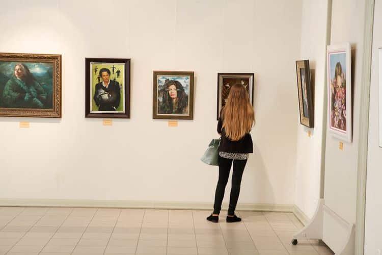 Выставка Никаса Сафронова, цены на билеты в разных городах фото
