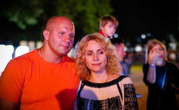 Жена Федора Емельяненко – Оксана Емельяненко фото