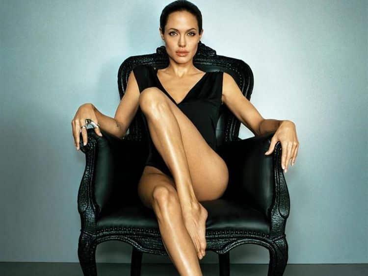 Биография и личная жизнь Анджелины Джоли фото