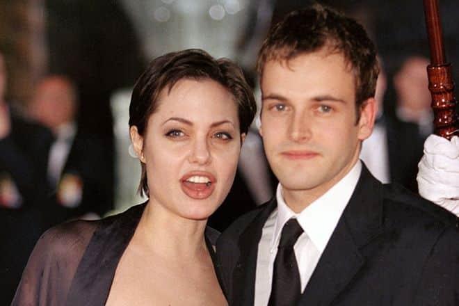 Бывший муж Анджелины Джоли – Джонни Ли Миллер фото