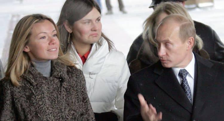 Дети Путина: Маша и Катя, фото