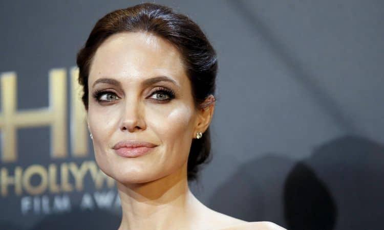 Инстаграм и Википедия Анджелины Джоли фото