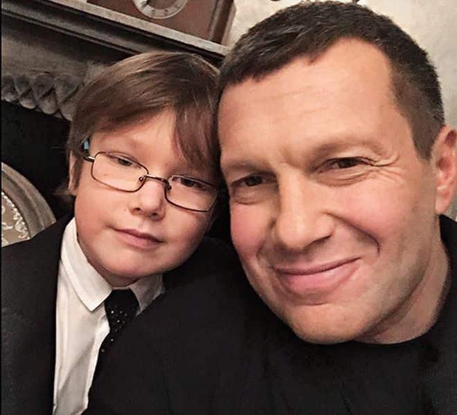 Сын Владимира Соловьева – Владимир Соловьев младший фото