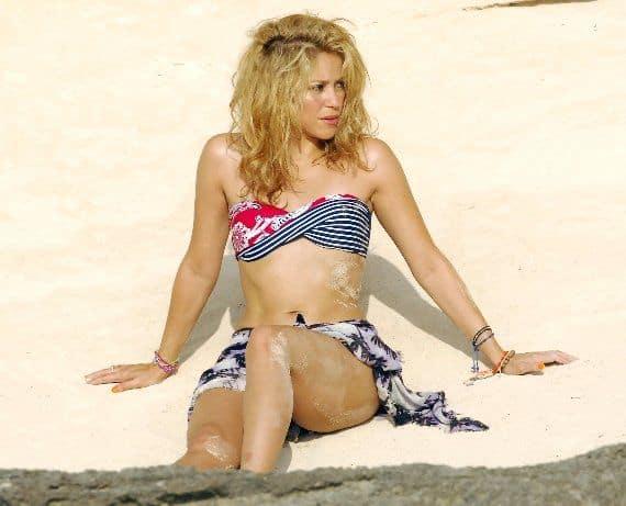 Горячие фото Шакиры в купальнике