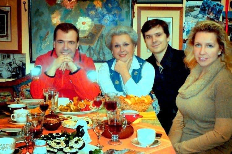 Семья и дети Дмитрия Медведева фото