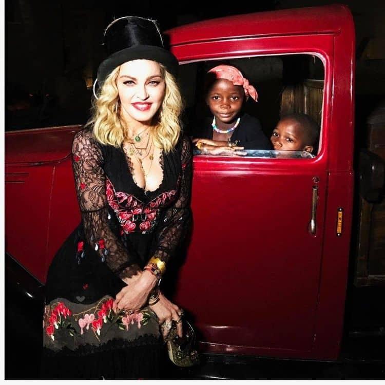 Инстаграм и Википедия Мадонны фото