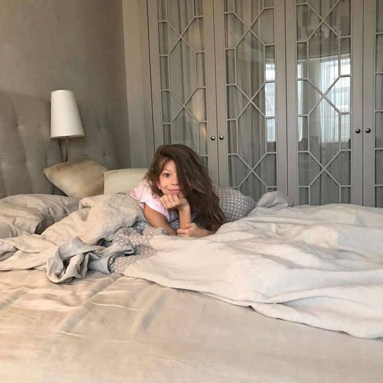 Дочь Веры Брежневой – Сара Киперман фото