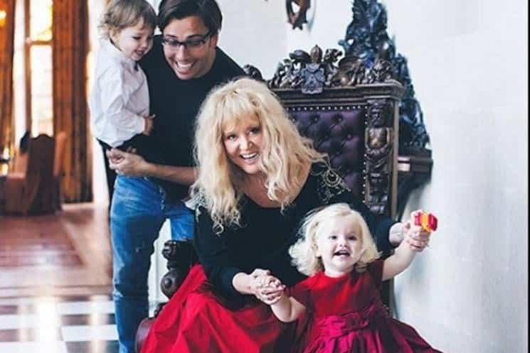 Как изменилась жизнь знаменитой пары с появлением детей фото