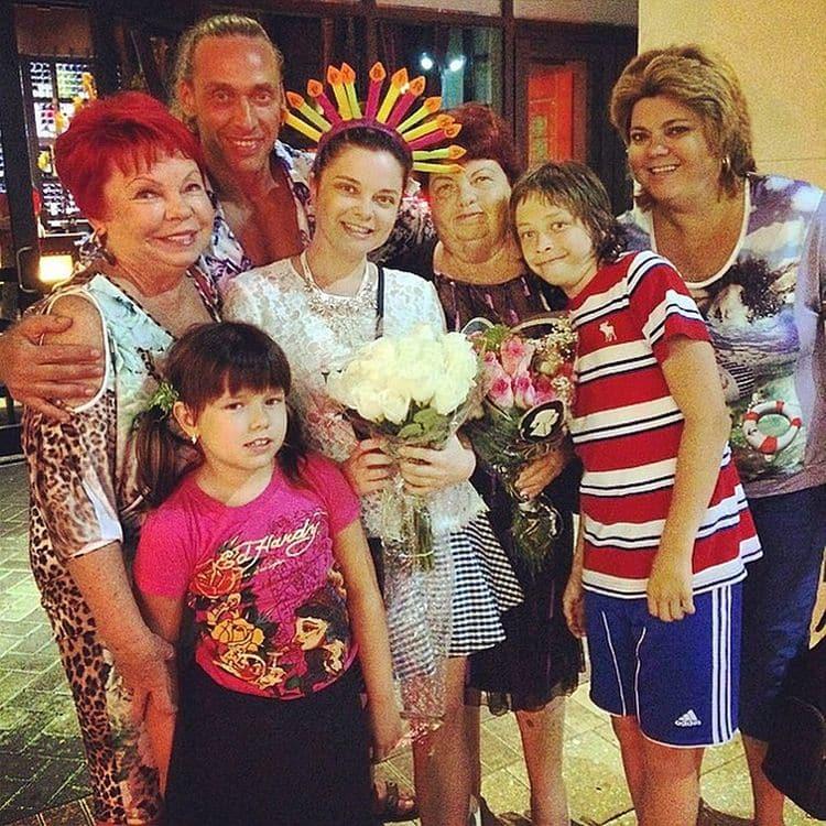 Семья и дети певицы фото